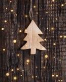 抽象空白背景圣诞节黑暗的装饰设计模式红色的星形 垂悬在木背景的装饰冷杉 免版税库存图片