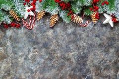 抽象空白背景圣诞节黑暗的装饰设计模式红色的星形 新年好 选择聚焦 库存图片