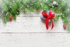 抽象空白背景圣诞节黑暗的装饰设计模式红色的星形 礼物和祝贺新年 家庭会议 免版税库存照片