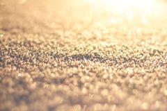 抽象空白背景圣诞节黑暗的装饰设计模式红色的星形 雪纹理在太阳样式闪烁 圣诞节,新年,早晨在假日前 库存照片