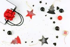 抽象空白背景圣诞节黑暗的装饰设计模式红色的星形 xmas装饰的创造性的抽象构成 库存图片