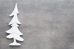 抽象空白背景圣诞节黑暗的装饰设计模式红色的星形 在一灰色backgroun的白色树装饰 免版税图库摄影