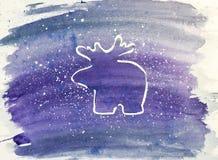 抽象空白背景圣诞节黑暗的装饰设计模式红色的星形 在紫罗兰色和蓝色背景的白色驯鹿 库存照片