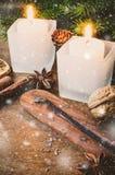 抽象空白背景圣诞节黑暗的装饰设计模式红色的星形 男孩节假日位置雪冬天 欢乐晚上 免版税库存照片