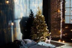 抽象空白背景圣诞节黑暗的装饰设计模式红色的星形 planked木头 免版税库存图片