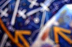 抽象箭头和十字架Bokeh背景  免版税图库摄影