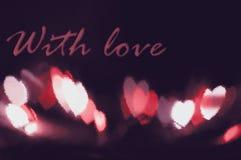 抽象红色在黑背景设计的心脏bokeh视觉明亮的幻想在与红色心脏,被阐明的光线影响的红色框架 免版税库存照片