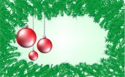 抽象绿色杉木分支与红色和金黄球的背景 圣诞节和新年框架样式 库存照片
