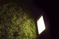 抽象聚光灯焕发警告在玻璃的光 库存照片