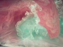 抽象背景上色了 彩色烟幕,墨水在水中,宇宙的样式 抽象运动,结冰 库存图片
