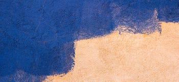 抽象背景墙壁 在蓝色颜色绘的老墙壁 库存照片