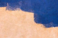 抽象背景墙壁 在蓝色颜色绘的老墙壁 库存图片