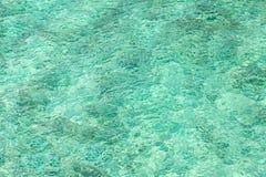 抽象背景由透明的水制成 免版税库存图片
