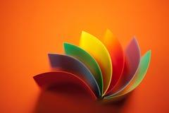 抽象背景色的橙色纸张 免版税库存照片