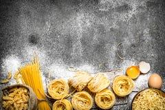 抽象背景食物意大利面食纹理 烹调面团的不同的类型 免版税图库摄影