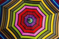 抽象背景:五颜六色的伞样式 库存图片