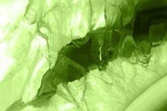 抽象背景-绿色玛瑙切片矿物宏指令PANTONE绿叶 免版税库存图片