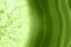 抽象背景-绿色玛瑙切片矿物宏指令PANTONE绿叶 免版税图库摄影