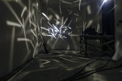 抽象背景freezelight曲线 在屋子里面 神秘,超现实的场面 免版税图库摄影