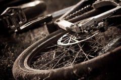 抽象自行车黑色山白色 库存照片