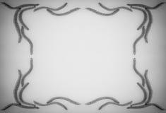 抽象花卉构成,从花耳环榛子的葡萄酒框架在与空间的灰色背景文本的 免版税库存图片