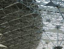 抽象蓝色天花板建筑垂直 免版税图库摄影