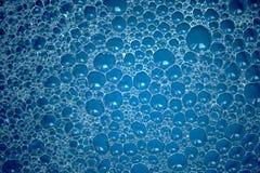 抽象蓝色泡影背景 免版税库存照片