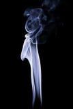抽象蓝色烟打旋在黑背景 免版税库存图片