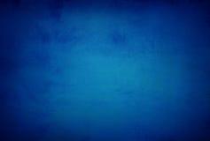 抽象蓝色背景或黑暗的纸与明亮的中心spotli 免版税库存照片