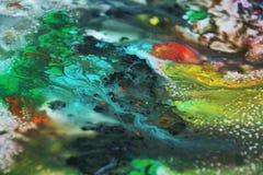 抽象蓝色黄绿色橙色混合油漆颜色和颜色 抽象独特的湿油漆背景 绘画斑点 库存图片