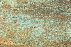 抽象蓝色,灰棕色和绿松石背景贴墙纸纹理 剥落脏的破裂的墙壁的老片状油漆 镇压,刮 免版税库存照片