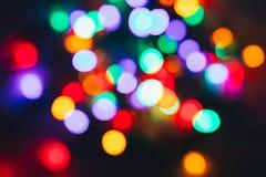 抽象轻的五颜六色的bokeh 抽象空白背景圣诞节黑暗的装饰设计模式红色的星形 库存图片