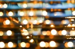 抽象迷离在教会里阐明了在行的蜡烛 库存照片