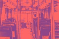 抽象迷离背景,在有位子和peo的公开公共汽车里面 图库摄影