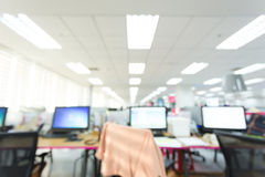 抽象迷离背景桌工作在办公室 免版税库存图片