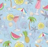 抽象逗人喜爱的模式夏天 与鸡尾酒的无缝的样式 免版税库存图片