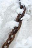 抽象金属厚实的链子。 老和生锈 免版税图库摄影