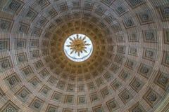 抽象隧道喜欢高耸的里面的看法 图库摄影