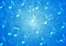 抽象音乐笔记职员在模糊的脏的蓝色背景中 库存图片