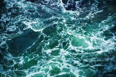 抽象飞溅绿松石海水 免版税库存照片