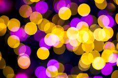 抽象黄色紫色点燃bokeh背景 免版税图库摄影