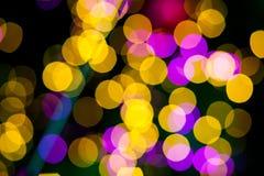 抽象黄色紫色点燃bokeh背景 免版税库存图片