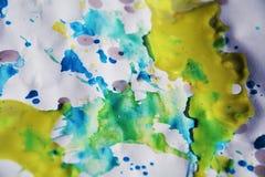 抽象黄色蓝色五颜六色的背景、油漆水彩和蜡状的斑点 免版税库存照片