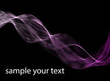 抽象黑暗的紫色波浪 排行紫罗兰色在黑背景隔绝的波浪淡紫色带 库存图片