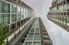 抽象结构建筑玻璃液塑料视图 免版税库存照片