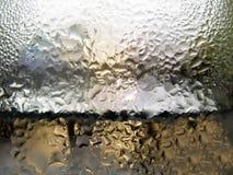 抽象玻璃背景-浇灌在冷的glas的结露 免版税库存照片