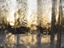 抽象玻璃背景-浇灌在冷的glas的结露 免版税库存图片