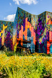 抽象派的精采颜色在玻璃窗里在大草原冷杉 免版税库存图片
