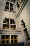 抽象建筑学Sothon wararam worawihan寺庙和干燥树葡萄酒样式 免版税库存图片