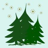 抽象绿色冷杉木和金黄星在雪 免版税库存图片